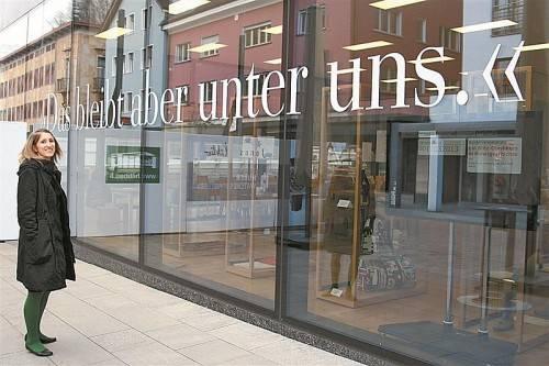 Veronika Schubert vor einer aktuellen Arbeit im Kunstmuseum Liechtenstein. Foto: privat