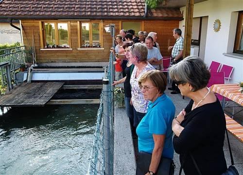 Viele Interessierte machten sich ein Bild vom Kleinkraftwerk in der ehemaligen Kleboth-Mühle am Rankweiler Mühlbach. Foto: sie