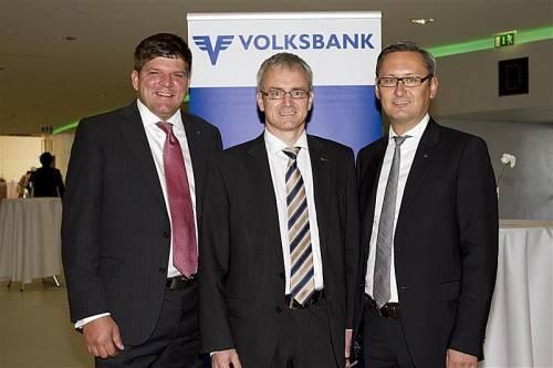 Volksbank-Vorstände Stephan Kaar (l.), Helmut Winkler und Gerhard Hamel luden zum Jubiläumskonzert mit dem Symphonieorchester Vorarlberg.