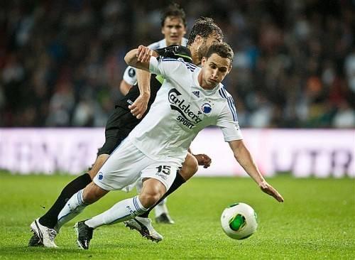 Voller Einsatz: Georg Margreitter (vorne) ist um einen Schritt schneller als Odense-Stürmer Morten Skoubo. Foto: gepa
