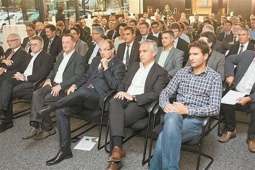 Volles Haus bei Inhaus: Geschäftsführer Robert Küng gab Einblicke in die Firmengeschichte. Fotos: Steurer