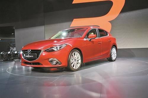 Weltpremiere für den neuen Mazda3, der ab 25. Oktober in den Handel kommt. Die Preise beginnen bei 16.990 Euro.