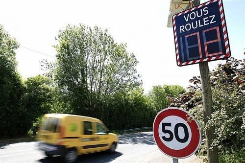 """Wer im Ausland zu schnell unterwegs ist und """"geblitzt"""" wird, muss mit einer saftigen Geldstrafe rechnen. Foto: apa"""
