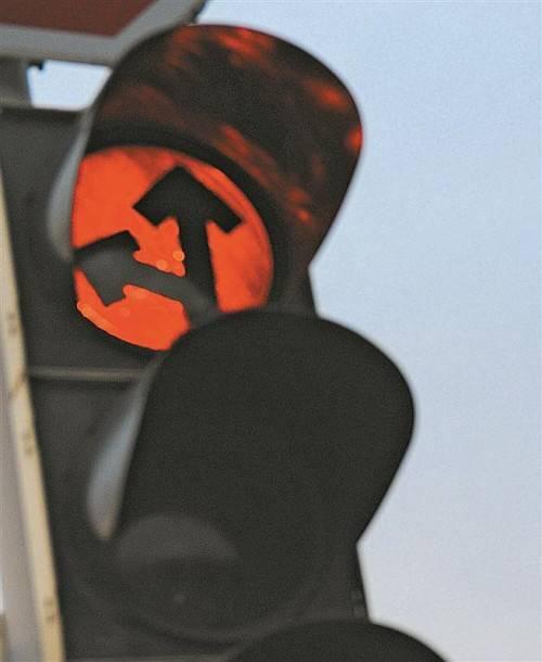 Wer trotz Rotlicht weiterfährt, muss mit saftigen Strafen rechnen.