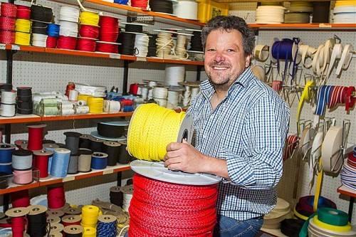Werner Höfle führt die Dornbirner Seilerei in nunmehr fünfter Generation. Foto: VN/Steurer