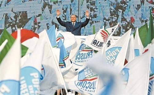 Will Neuwahlen, weil aus allen Umfragen hervorgehe, dass seine Partei gewinnen würde: Silvio Berlusconi vor seinen Anhängern. Foto: Reuters