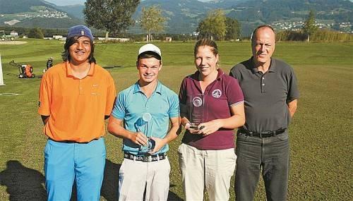 Yannik Alexander, Olav Zandveld, Julia Unterweger und Betreuungslehrer Klaus Neyer holten sich den Schul-Meistertitel 2013. Foto: privat