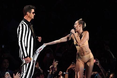 Zuletzt gab es ja viel Kritik für Cyrus wegen ihrer betont lasterhaften Performance bei den MTV Video Music Awards und ihres jüngsten Musikvideos.