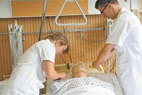 Zumindest als ausgebildete Pflegehelfer wären Pflegelehrlinge in den Krankenhäusern gern gesehen. Foto: VN