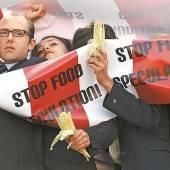 Als Banker verkleidet gegen Nahrungsmittelspekulation