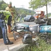 Motorradfahrer krachte gegen Mopedauto