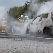 Pkw ging auf der Autobahn in Flammen auf