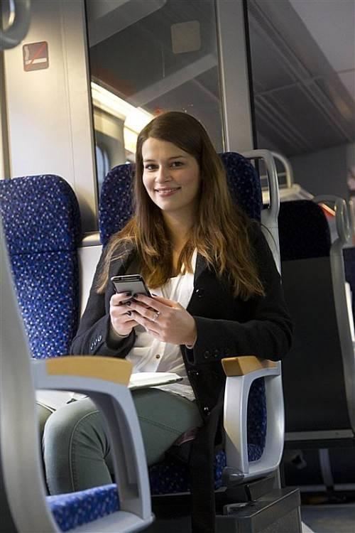 Feature ÖBB OEBB Bahnhof Zug Öffentliche Verkehrsmittel Zug Reisen Verkehr Bus Tickets Lara aus Hoerbranz