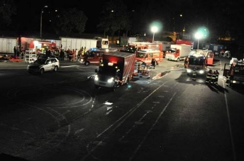 Über 100 Feuerwehrleute standen bei dem Zwischenfall im Einsatz. Fotos: feuerwehr tosters