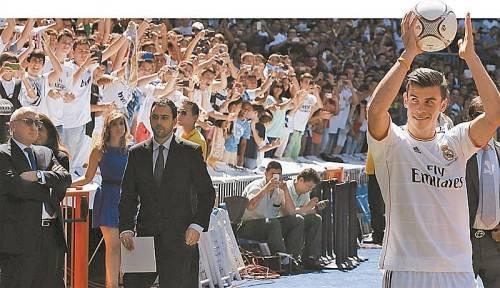"""Über 30.000 Fans bejubelten die neue Nummer 11 bei den """"Königlichen"""". Foto: AP"""
