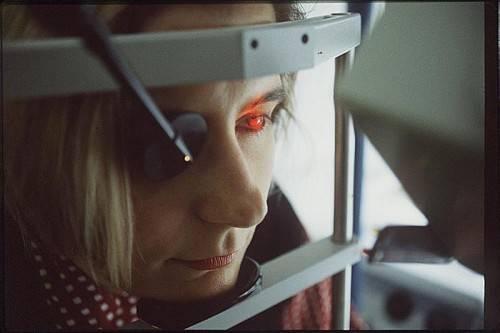 Hinweise auf die Augenvorsorge sind zwar wohlgemeint, Termine dafür sind derzeit aber kaum zu erhalten. vn/ZH, Archiv