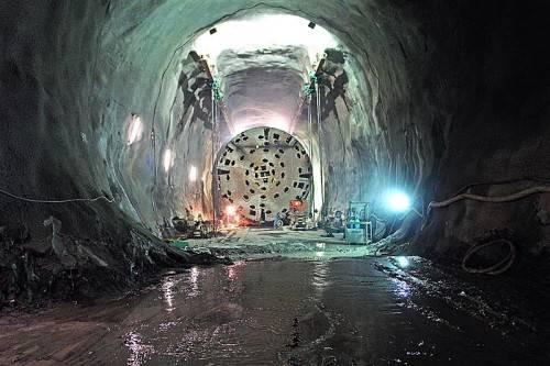 Ein Blick in den Schlund des Gotthard-Tunnels. Dorner Electronic sorgt für einen präzisen Produktionsablauf. Foto: AlpTransit Gotthard AG