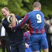 Fußball vor dem Buckingham Palace