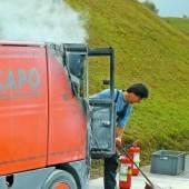 Kehrmaschine in Brand geraten