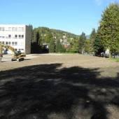 Vom einstigen Schulgebäude zur Grünanlage