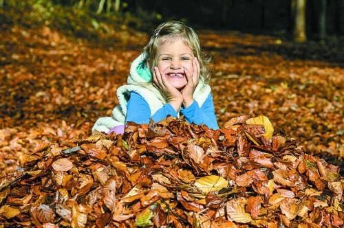 Der Herbst hat für Kinder seinen eigenen Reiz. Foto: VN/Paulitsch
