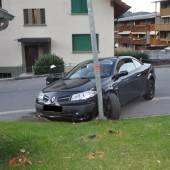 Berauschte Lenkerin krachte in Straßenlaterne