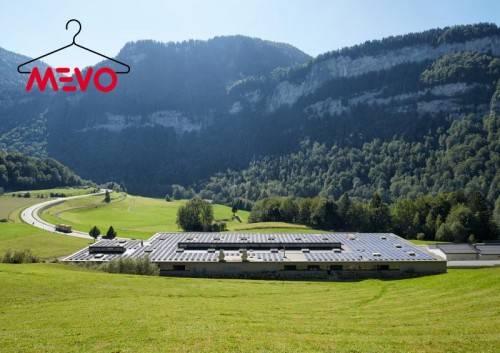 Die größte Photovoltaikanlage im Bregenzerwald ist auf dem Dach des MEVO-Werks in Bersbuch zu finden.