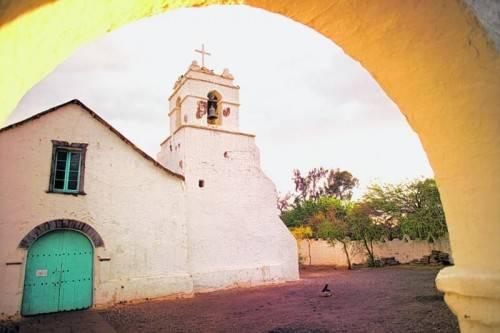 Die Kirche von San Pedro de Atacama. Der Ort eignet sich bestens als Start- und Zielpunkt, um die Gegend zu erkunden. Foto: Tifonimages