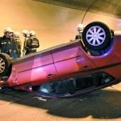 Unfall im Achraintunnel Lindauer überschlug sich mit Auto /b1