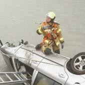 Unfall auf A14 Auto landete in der Ill /b1