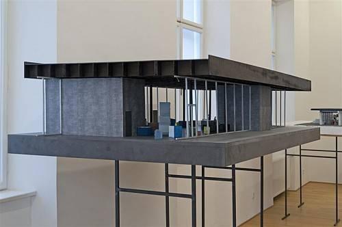"""Nur noch bis 9. Februar besteht die Möglichkeit, die Präsentation """"Architekturmodelle Peter Zumthor"""" im KUB-Sammlungsschaufenster zu sehen. foto: hinz/kub"""