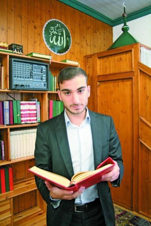 Ibrahim Cetin in der Dornbirner Mevlana-Moschee. Foto: VN/Matt