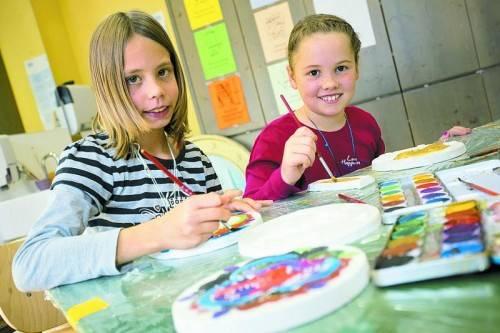 Marie und Lena ließen ihrer Kreativität freien Lauf. Fotos: VN/K. Hartinger