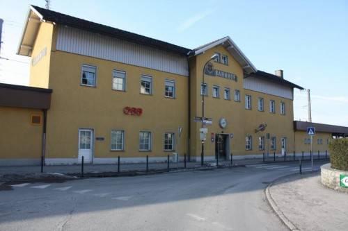 Im Jahr 2018 soll der neue Rankweiler Bahnhof, inklusive neuem Hauptgebäude, eröffnet werden können.  Foto: doh