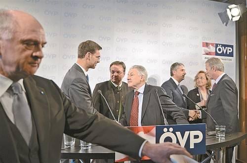 ÖVP-Spitzenpolitiker (v. l.): Pröll, Wallner, Platter, Pühringer, Spindelegger, Fekter, Mitterlehner. Foto: APA