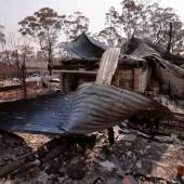 Australische Feuerwehr dämmt Buschbrände ein