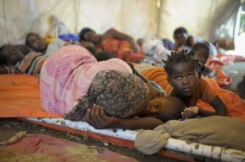 Der Sturm hat ganze Dörfer zerstört. In einem Krankenhaus wurde ein provisorisches Notlager errichtet. Foto: ap