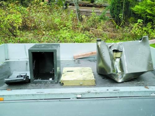 Die geknackten Tresore wurden aus der Ill geborgen. Foto: polizei
