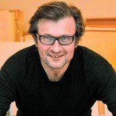 Marbod Fritsch schafft Kunst mit Lehrlingen /D8