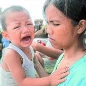 Taifun-Opfer: Erste Hilfsgüter treffen ein /D6