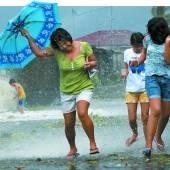 Verwüstung durch Taifun Haiyan Monstersturm fegt über Philippinen /D10