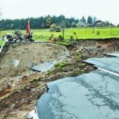 Straße in Kärnten nach Starkregen weggebrochen