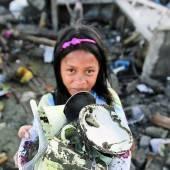 Taifun Haiyan Wiederaufbau hat begonnen /D6