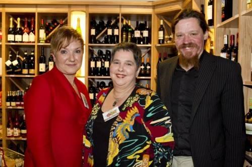 Gastgeberinnen Angelika (l.) und Gabriele Fetz mit Biobäcker Markus Stadelmann. Fotos: Franc