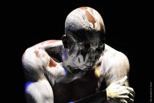 Mit Koffi Kôkô kommt der legendäre Mitbegründer der modernen afrikanischen Tanzszene nach Dornbirn. foto: spielboden/Torres