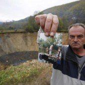 Dorfteich in Bosnien von der Erde verschluckt