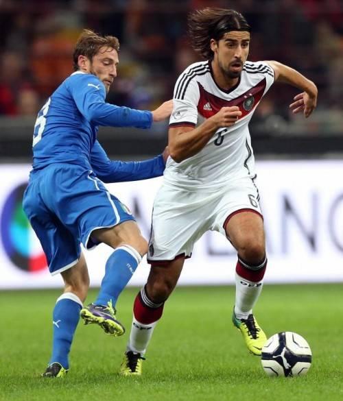 Sami Khedira (rechts) musste verletzt vom Platz. Foto: epa