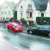 Autofahrer rammt zwei Pkw im Gegenverkehr