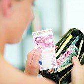 Trickdieb griff Frau in die offene Geldbörse