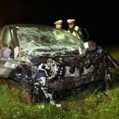 Schwerer Unfall Auto prallte in Steinmauer /b1